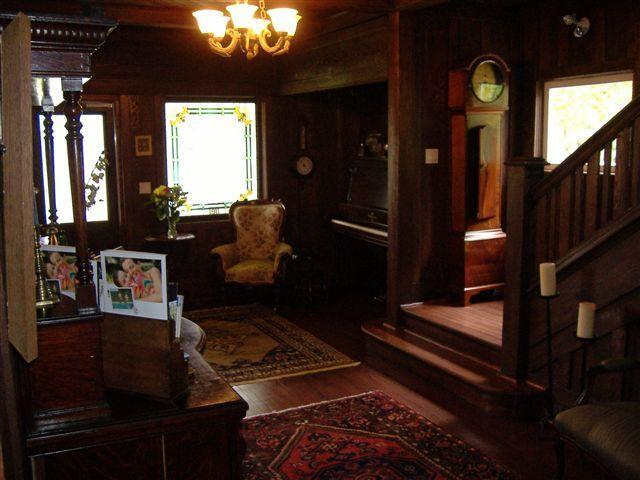 Eentrance Hall - Marifield Manor Bed and breakfast - Shawnigan Lake - rentals