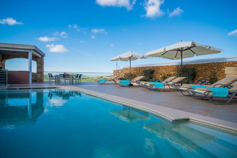 Outdoor - Luxury Villa sleep 8 with 2 pools cinema etc - Xaghra - rentals