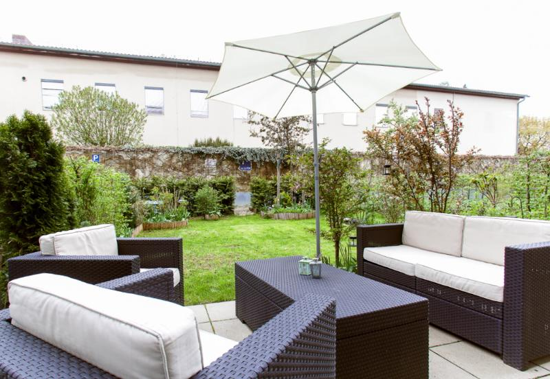 BEAUTIFUL GARDEN MAISONETTE CLOSE TO CITY - Image 1 - Munich - rentals