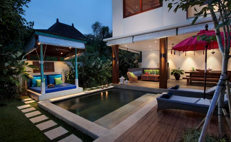 Pool, Bale & Living Area - Pulau Villas - Modern stylish accomodation combine - Bali - rentals