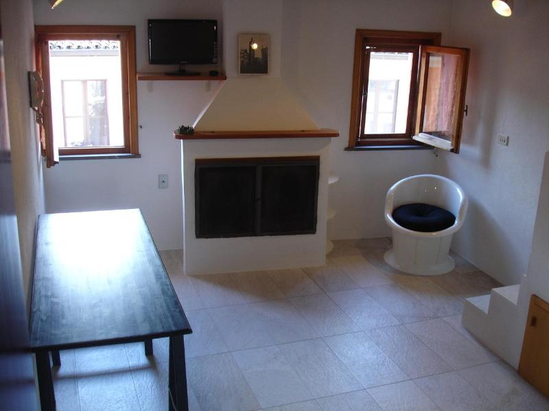 living room with chimney - Holiday house La Colombaia PARMA (Air conditioner) - Parma - rentals