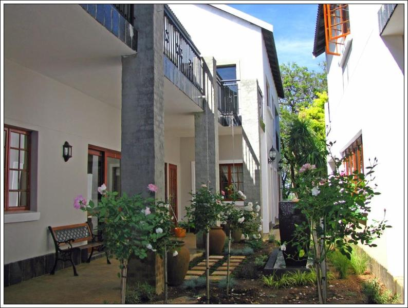 Each room with private entrance - Peaceful & Secure Guesthouse 10 minutes from Airpo - Edenvale - rentals