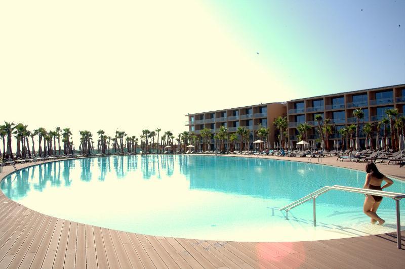Vidamar Beach Resort 3 bedroom Villa  - Baby & Child-Friendly - Image 1 - Algarve - rentals