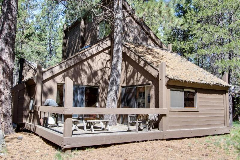 Sleek home w/ private hot tub & SHARC access - dog-friendly! - Image 1 - Sunriver - rentals