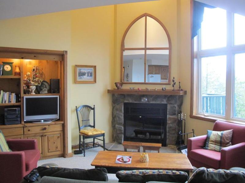 Living Room Fireplace and Cathedral Ceiling - Home-sweet-home, Gorgeous get-away, 3 min walk to Mountain village! - Mont Tremblant - rentals