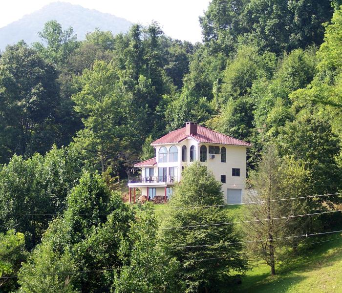 3-story home - NC Mountainview home near Blue Ridge Parkway - Burnsville - rentals
