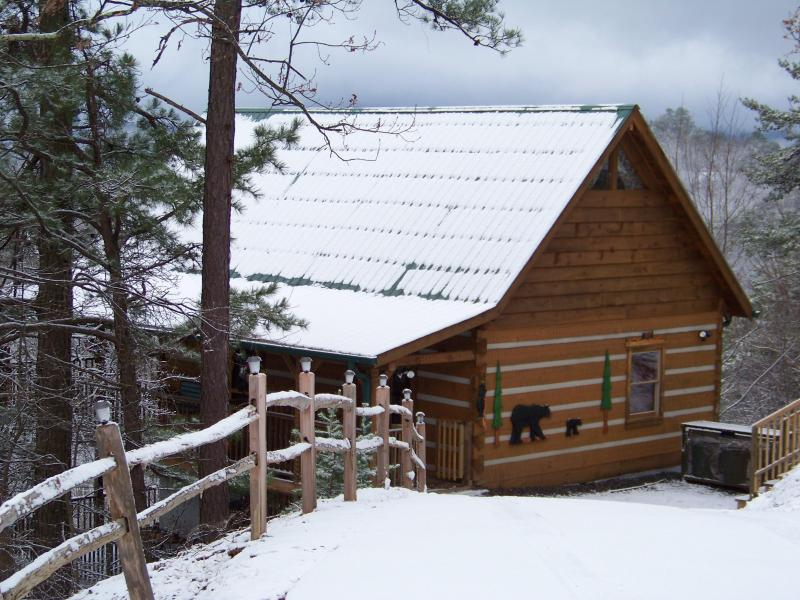 A winter time view of Heavenly Haven - Dec 15-18 $129/nt! Stunning View, Privacy, Kg bds - Pigeon Forge - rentals