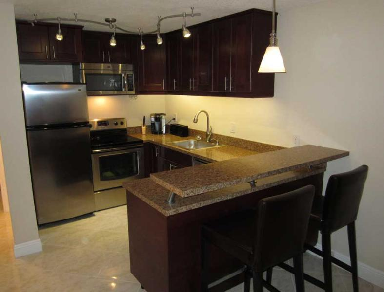 Kitchen area - Centrally located US 1 and SE 17th Street - 1/1 - Fort Lauderdale - rentals