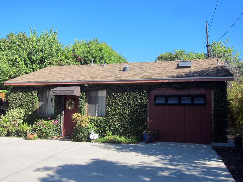 Our One Bedroom Cottage - A Quiet Cottage - Minutes from Town - Santa Barbara - rentals
