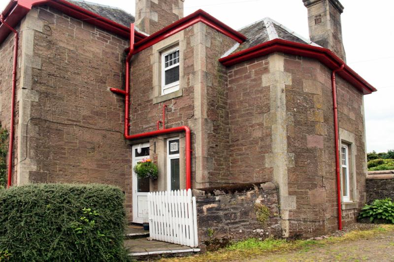 Private Entrance to Apartment - Galvelbeg House Self-catering Apartment, Crieff - Crieff - rentals