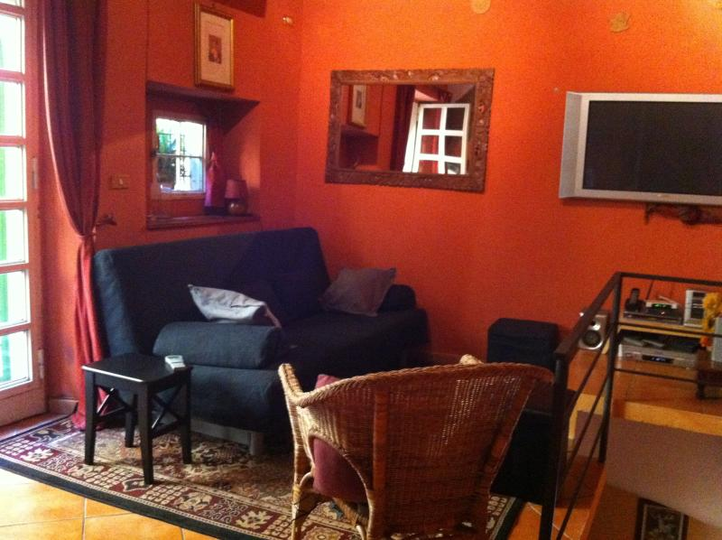 Living room - Charm in the Heart of Historic Rome - Rome - rentals