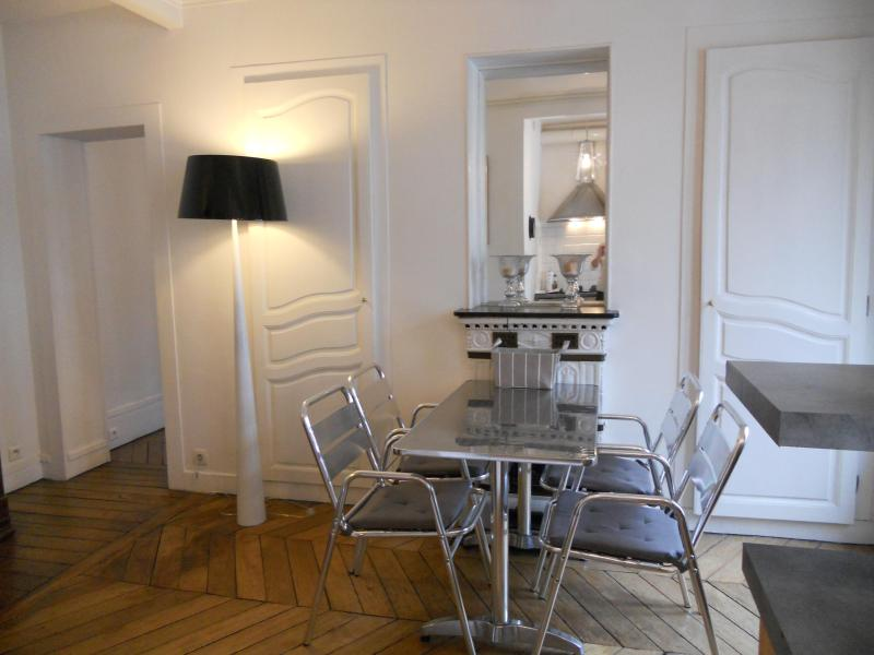 Dining room - Lovely  And New Decorated Apartment On Montmartre Hill Paris - Paris - rentals