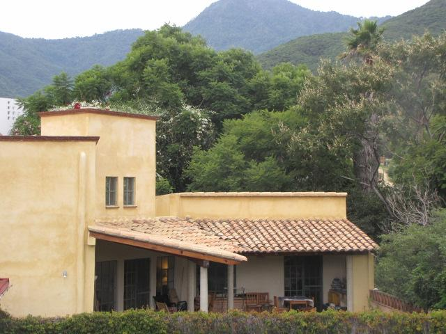 Back of house showing terrace and mountain setting - Stunning house/heated pool nr center,Oaxaca City - Oaxaca - rentals