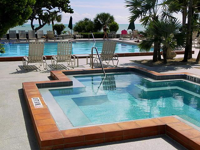 Jacuzzi - 3 Bedroom Oceanfront Condo Key West - Key West - rentals