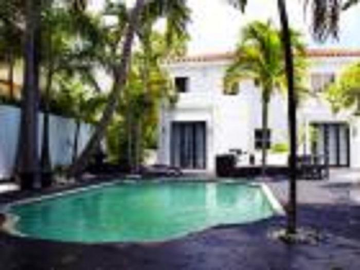 South Beach 5 room Pool, Golf & Tennis Resort Guest House: Oprah & Kravtiz (8 pers) - Image 1 - Miami Beach - rentals