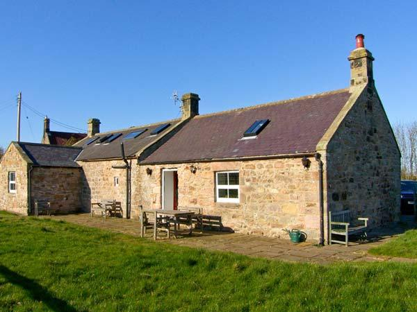 THE READING ROOMS, WiFi, pet-friendly, fantastic touring base, wonderful views, in North Charlton near Alnwick, Ref. 25483 - Image 1 - Charlton - rentals