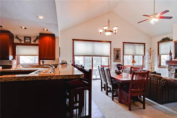 Economically Priced Breckenridge 3 Bedroom Free shuttle to lift - MJ21 - Image 1 - Breckenridge - rentals