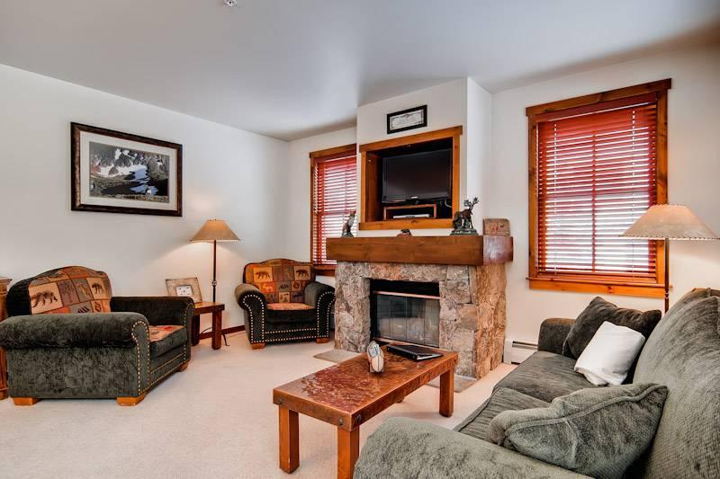 Perfectly Priced Breckenridge 2 Bedroom Free shuttle to lift - MJ4 - Image 1 - Breckenridge - rentals