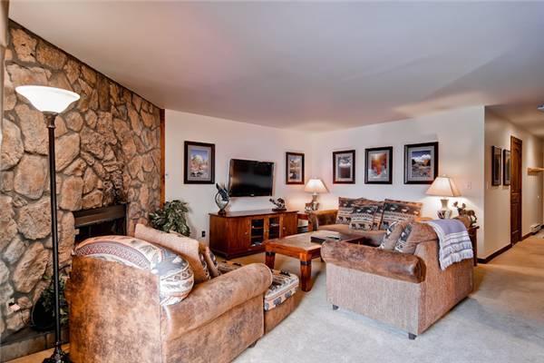 Beautiful Breckenridge 2 Bedroom Ski-in - PE201 - Image 1 - Breckenridge - rentals