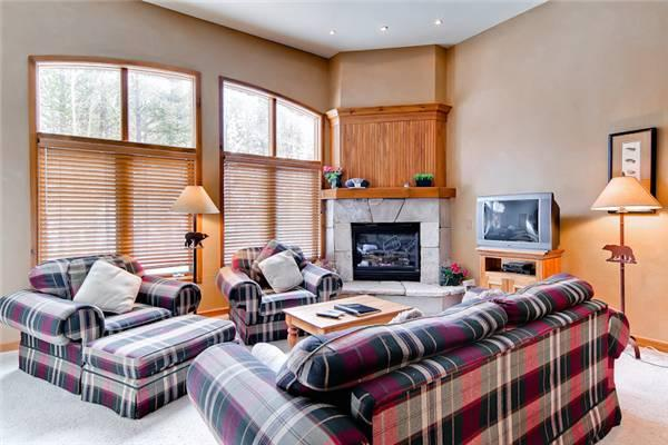 Beautiful Breckenridge 2 Bedroom Ski-in - RB001 - Image 1 - Breckenridge - rentals