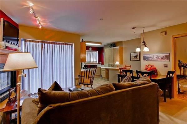 Comfortably Furnished Breckenridge 1 Bedroom Ski-in - RE224 - Image 1 - Breckenridge - rentals