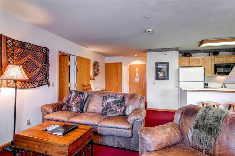 Comfortably Furnished Breckenridge 2 Bedroom Ski-in - RE225 - Image 1 - Breckenridge - rentals