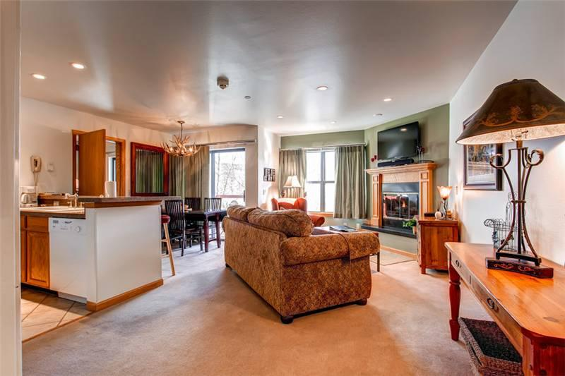 Comfortably Furnished Breckenridge 1 Bedroom Ski-in - RE229 - Image 1 - Breckenridge - rentals