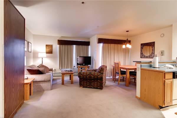 Beautifully Appointed Breckenridge Studio Ski-in - RW209 - Image 1 - Breckenridge - rentals