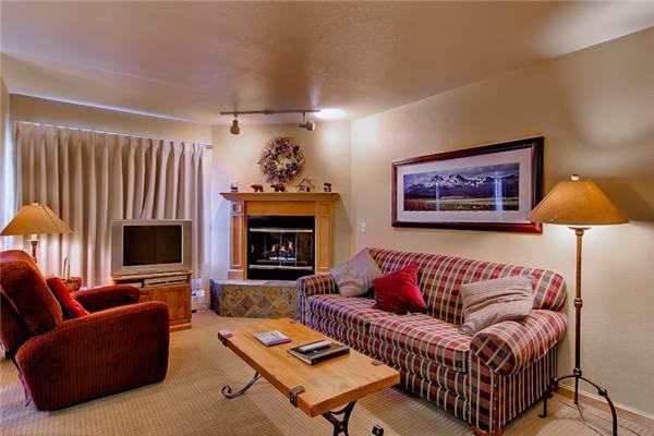 Inviting Breckenridge 2 Bedroom Ski-in - RW319 - Image 1 - Breckenridge - rentals