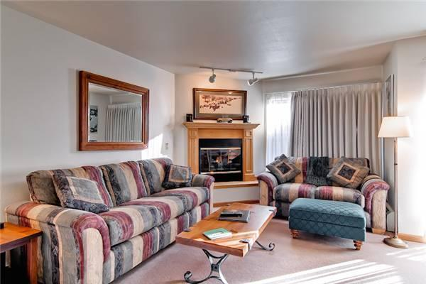 Invitingly Furnished Breckenridge 1 Bedroom Ski-in - RW321 - Image 1 - Breckenridge - rentals