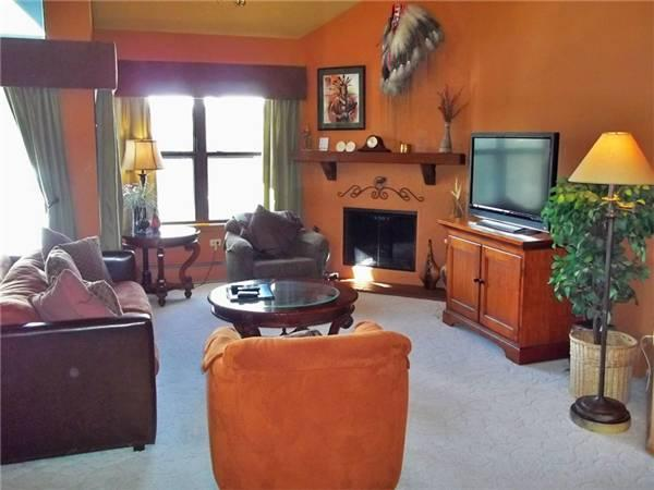 Invitingly Furnished Breckenridge 2 Bedroom Ski-in - RW402 - Image 1 - Breckenridge - rentals