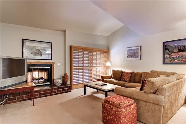 Charming Breckenridge 2 Bedroom Ski-in - S2128 - Image 1 - Breckenridge - rentals
