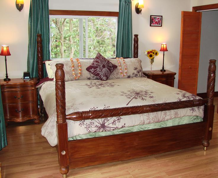 Master bed features California King sized Hawaiian themed four poster bed... - Quiet Country House on Private Estate- Sleeps 7! - Makawao - rentals