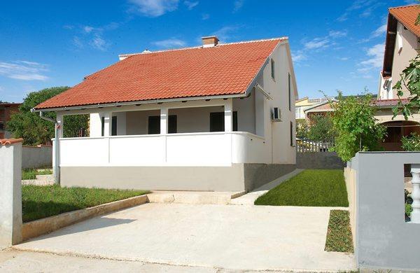 Vila with sea view for 5 +2 guests - Image 1 - Razanac - rentals