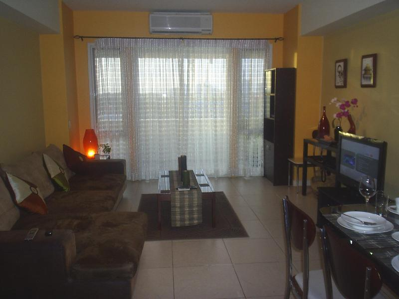 LIVING AND DINING AREA - LUXURY LARGE 1 BED APARTMENT IN ALABANG ,MANILA - Manila - rentals