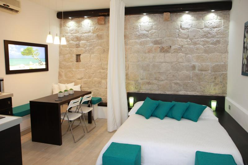 Malo more - luxury 4* apartment in Trogir center - Image 1 - Trogir - rentals