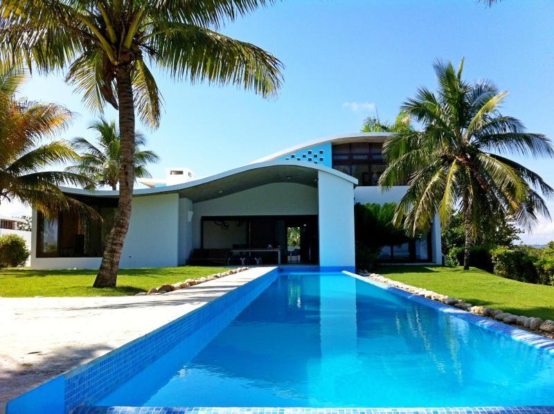 DISTINCTIVE, STYLISH CABARETE BEACH FRONT VILLA - Image 1 - Woodston - rentals