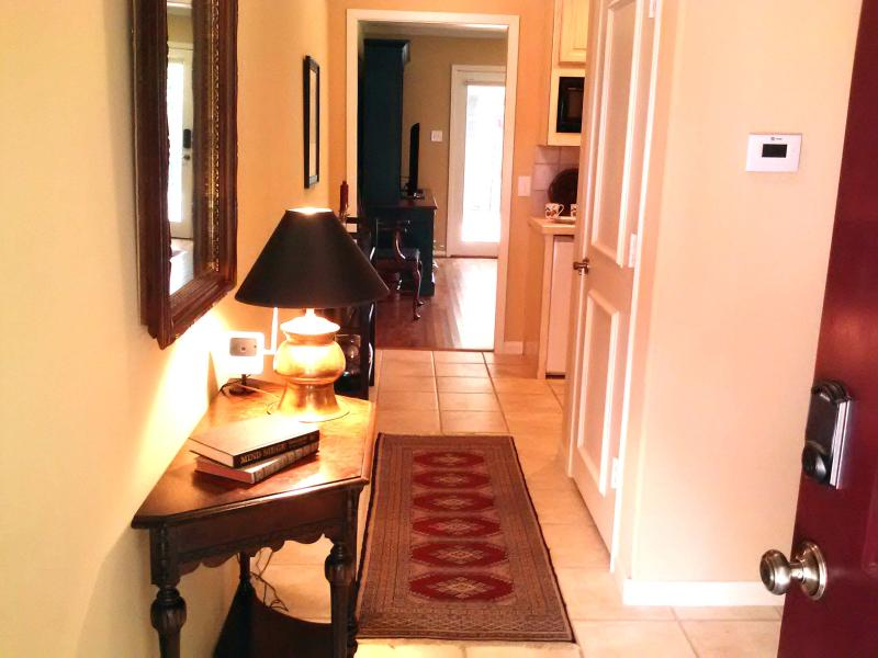 Entrance hall with tuscan tile floors, oriental rugs and 800 sq ft suite. - Convenient Quiet Dallas 1 BR Suite - Dallas - rentals