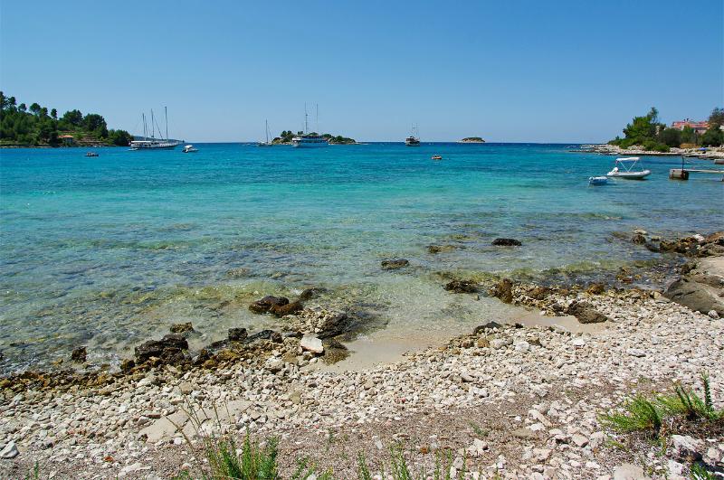 Beach steps away from the Villa - Comfortable Villa steps from the beach - Vela Luka - rentals