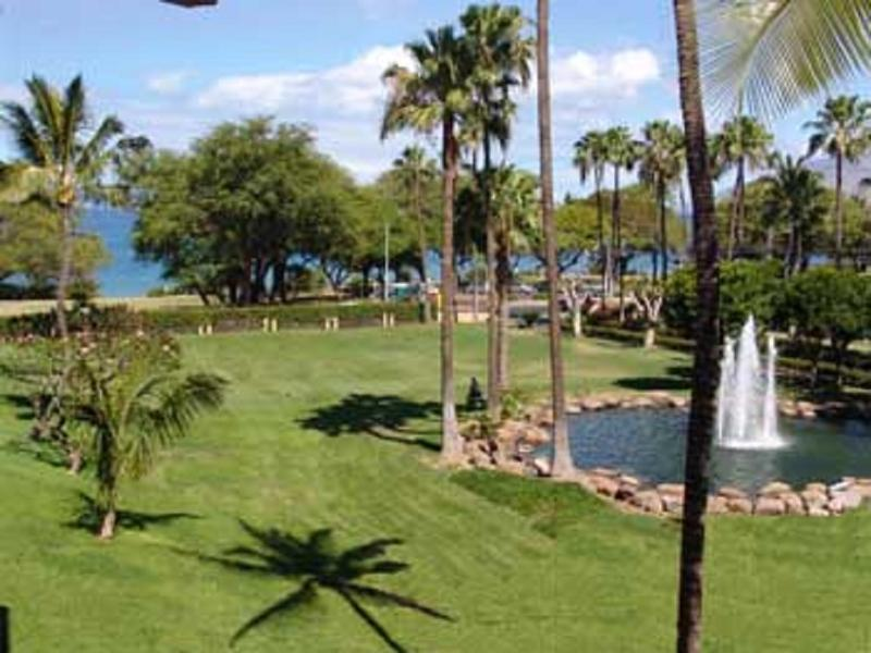 View from lanai - ocean to the left, front fountain - Style+Comfort+Clean+Ocean/Fountain View+Steps to Kam3 Bch,Bldg 10 Kamaole Sands - Kihei - rentals