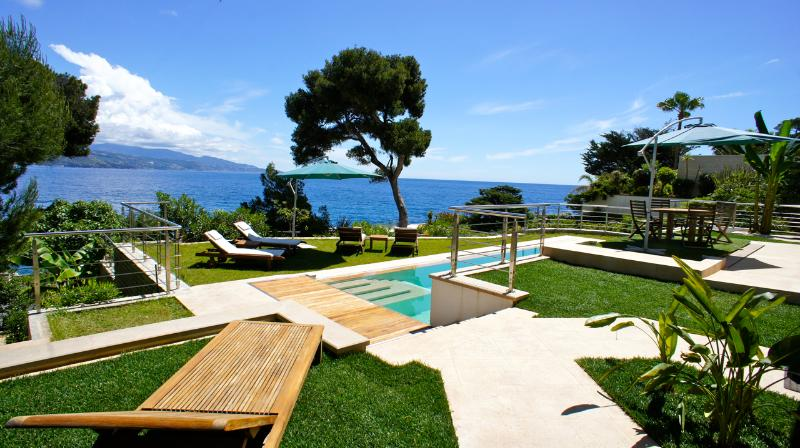 Pool area - Waterfront Villa 10 min from Monaco Monte Carlo - Roquebrune-Cap-Martin - rentals