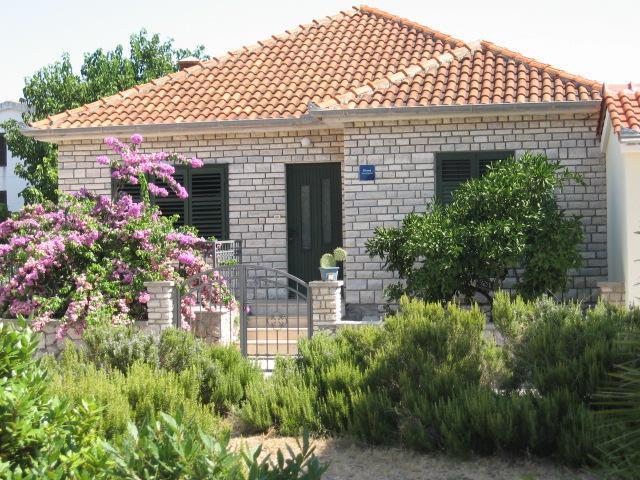 stone house - Image 1 - Pasman Island - rentals