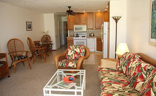Living Area - Wavecrest C107 - Ualapue - rentals