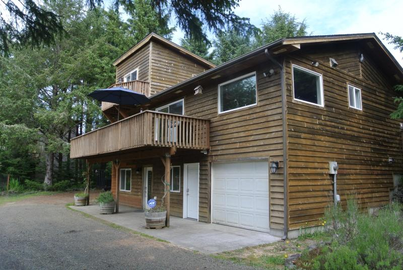 "Decks off back of house. - 1.2 Acres, Path to Beach, WiFi, 70"" smart TV - Long Beach - rentals"