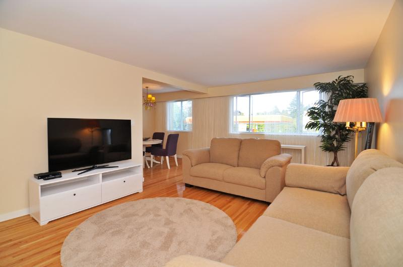 Spacious and Bright Westside 1 Bedroom Suite Close to UBC and Jericho Beach - Image 1 - Vancouver - rentals