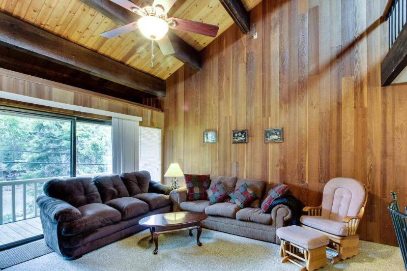 Rustic Kingswood condo w/ pool & tennis, close to beach! - Image 1 - Kings Beach - rentals