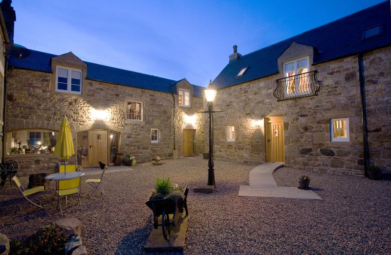 Muirhall Courtyard - Luxury In The Heart Of The Scottish Countryside - Lanark - rentals