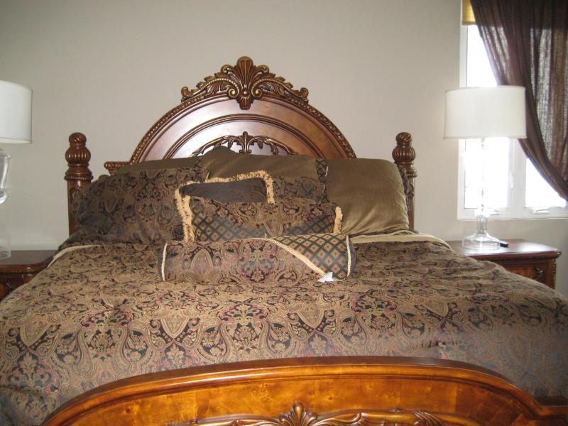 MASTER BED - Casa De Mar  === Waterfront Villa Rental - Blue Mountains National Park - rentals