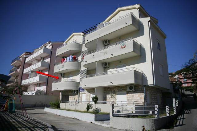 The building and position of apartment - Studio in Igalo, Boka-Kotorska bay - Igalo - rentals