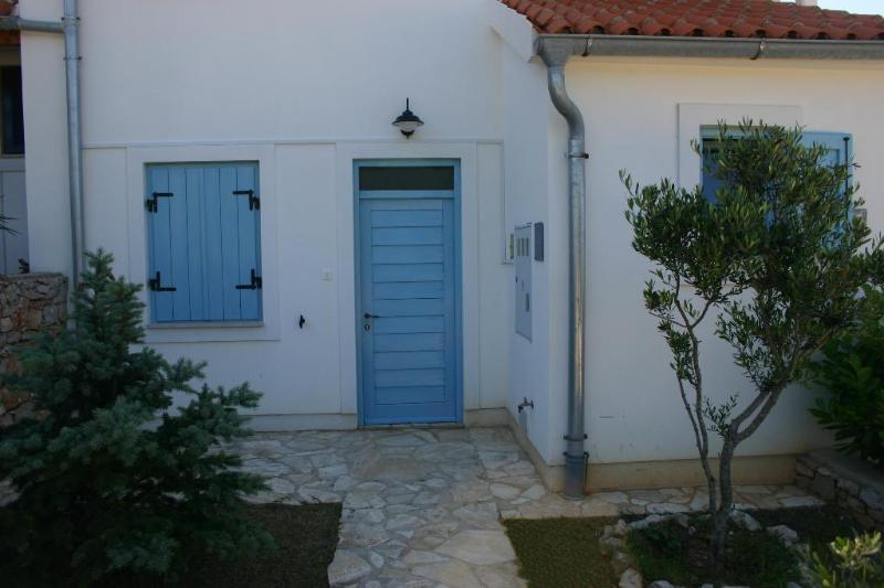 Apartment - Front Yard - Sveti Jakov – a hidden place for a great vacation - Nerezine - rentals